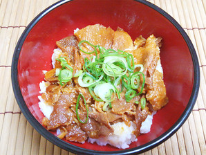 兼松新東亜食品) ピリ辛豚丼 1食 95g【旧商品 503257 の類似品】